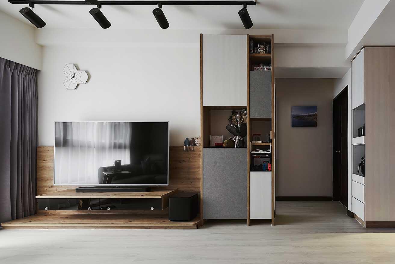 北歐風格客廳設計 聚光燈實木電視牆與系統收納櫃