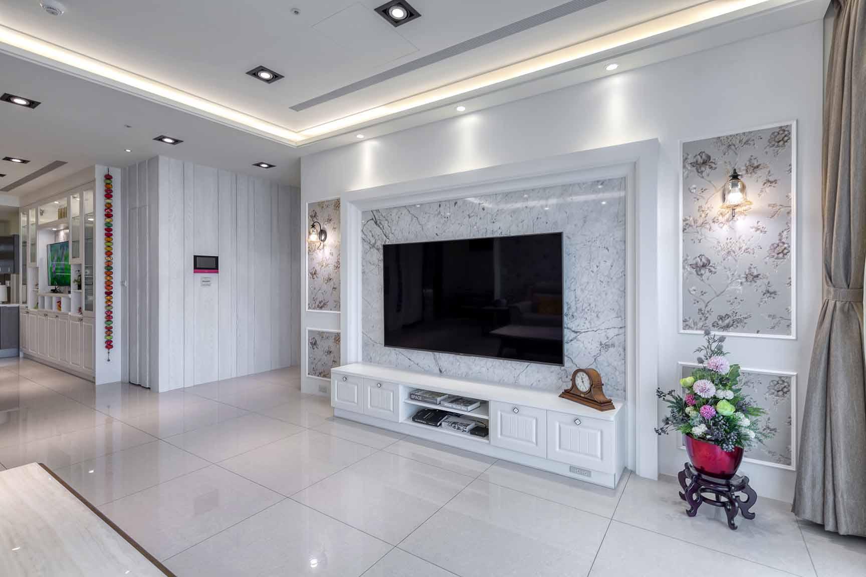 古典風-大理石與線板異材結合電視牆;