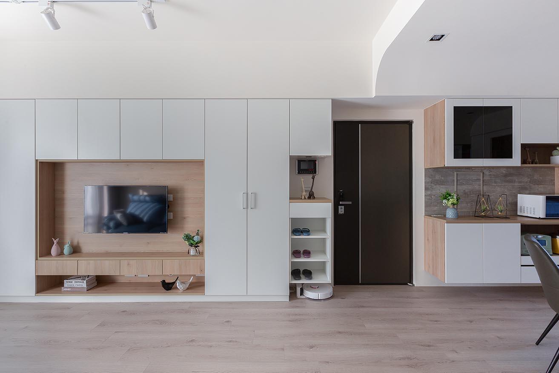 白色X淺木紋板材設計電視牆