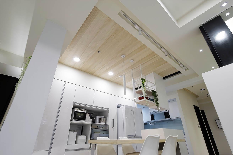 北歐風格利用天花板材質區分空間