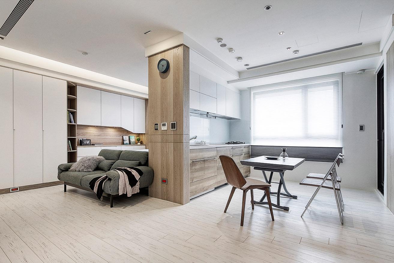 北歐風格平頂天花板與木地板搭配,簡約俐落