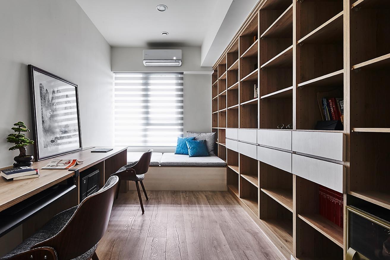 整面牆做成書櫃;